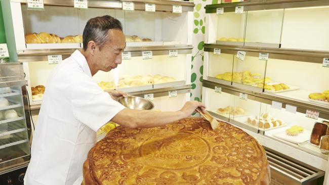 Australia's Biggest Moon Cake